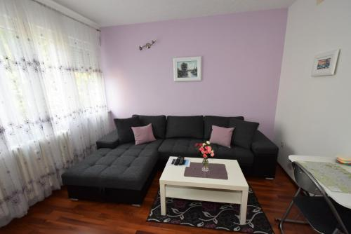 http://www.booking.com/hotel/hr/apartment-arnica.html?aid=1728672
