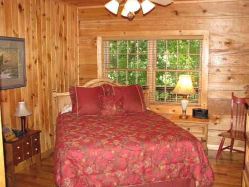 Arbor Den Log Cabin Photo