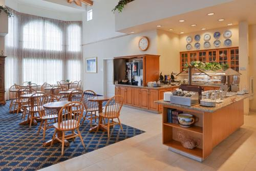 Best Western Plus A Wayfarer's Inn & Suites Photo