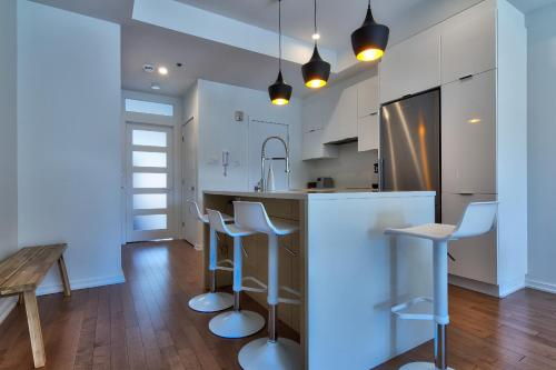 Modern Two-Bedroom Condo near Little Italy Photo