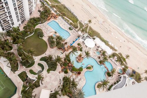 Private Oceanfront Apartments in Sunny isles Beach ! Photo