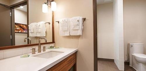 Best Western Plus Mountain View Inn & Suites Photo