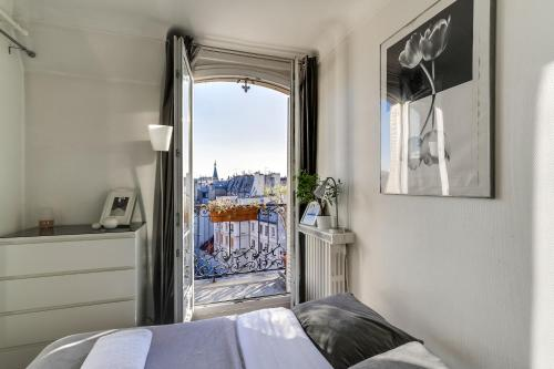 Bright Charming Flat with Terrace - фото 0