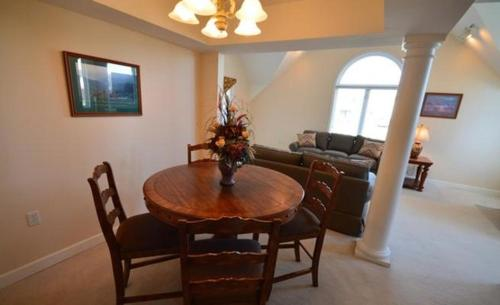 River Place Condo 527-2 Photo