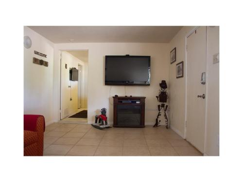 Cozy 2 BR on 4 acres with orchard - Rosamond, CA 93560