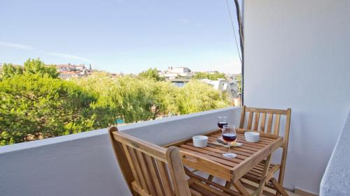 http://www.booking.com/hotel/pt/amazing-location-and-views-porto.html?aid=1728672