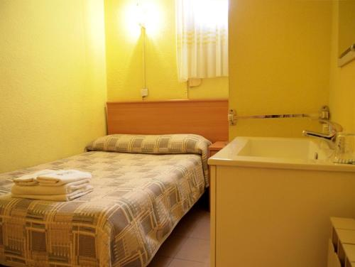 Hostal Delfos photo 5