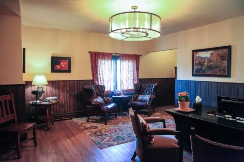 Vasquez Creek Inn Photo