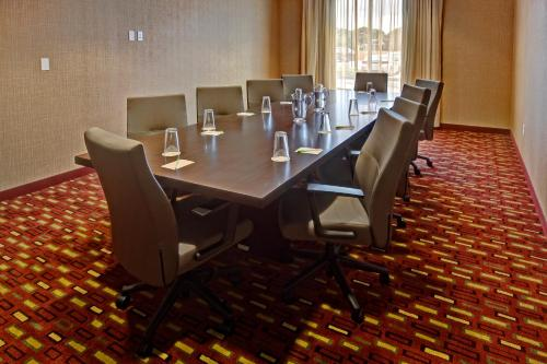 Courtyard by Marriott Westbury Long Island Photo