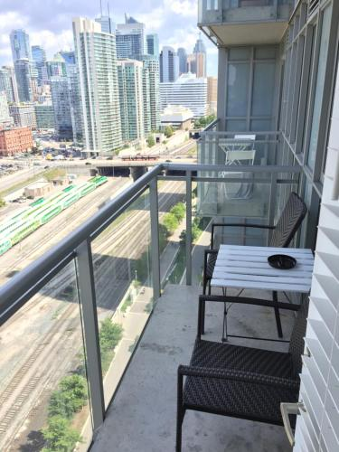 A&A Suites in the heart of Downtown Toronto Photo