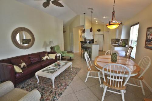 Delmar Avenue Apartment Photo