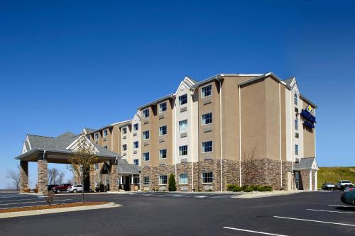 Microtel Inn & Suites by Wyndham Triadelphia - 0.0 star rating for travel with kids