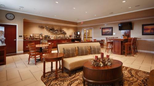 Best Western Plus Easton Inn & Suites Photo