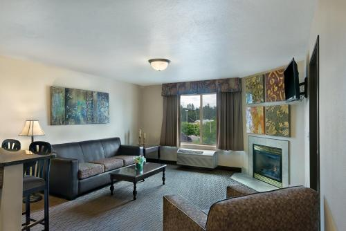 Oxford Suites Spokane Valley Photo