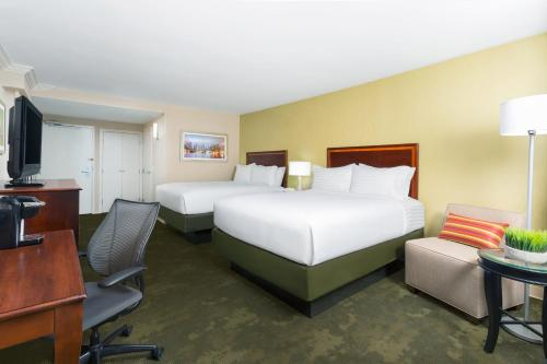 Holiday Inn Secaucus Meadowlands Photo