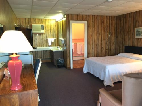 Knob Hill Motor Lodge Photo