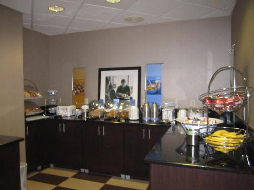 Hampton Inn Fort Myers-Airport & I-75 Photo