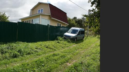 Oka Guest House, Присады