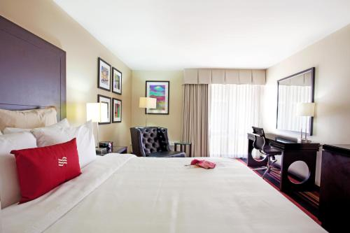 Crowne Plaza Hotel New Orleans-Airport Photo