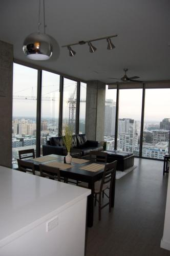 Penthouse Living Like A Rockstar - Los Angeles, CA 90017