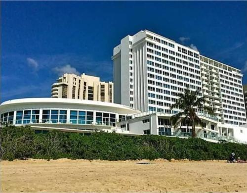 Castle Beach Club Apartments Photo