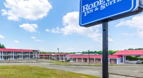Rodeway Inn & Suites Orangeburg Photo