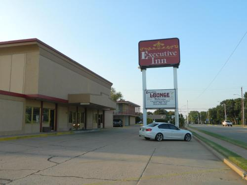Executive Inn Ponca City Photo