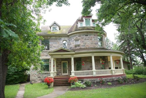 Bellas Castle Bed and Breakfast Photo