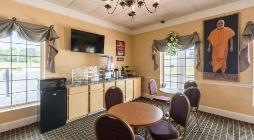 Econo Lodge Inn & Suites Orangeburg Photo