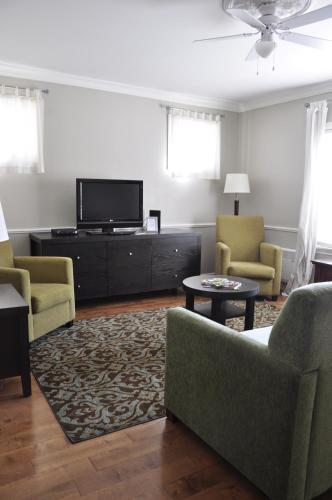 Moncton Suites - Apartments Across Georges Dumont Photo