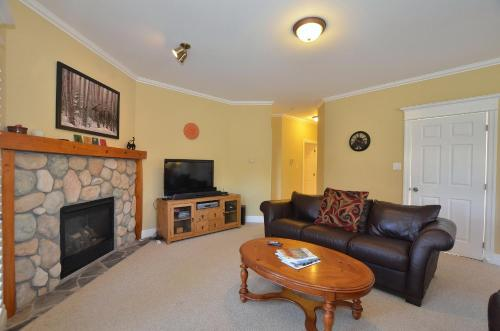 2 Bedroom Snowbridge Condo Photo