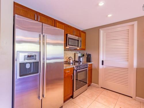 Golden Shores at 242 Konea Apartment Photo