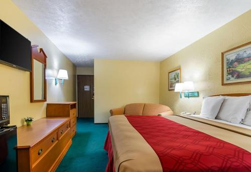 Econo Lodge Lansing - Leavenworth Photo