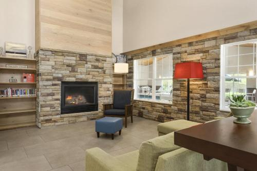 Country Inn & Suites by Radisson, Decorah, IA Photo