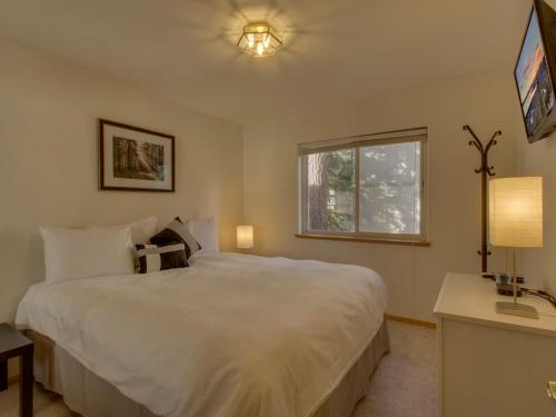 Nestled Pines Retreat Holiday home Photo