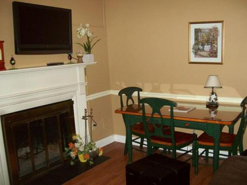 River Road Condo in the Heart of Gatlinburg (Unit 413) Photo