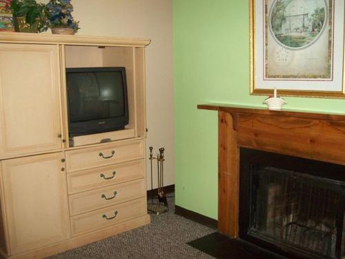 River Road Condo with Bunk Beds in the Heart of Gatlinburg (Unit 410) Photo