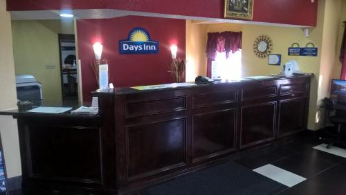 Days Inn Hutchinson - Hutchinson, KS 67501