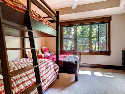 The Treetop at Elkstone 21 Apartment Photo