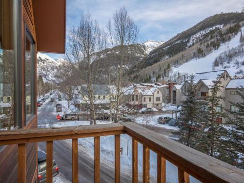Powder Daze at Cornet Creek Apartment Photo