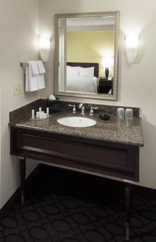 SpringHill Suites by Marriott Dallas Downtown / West End photo 19