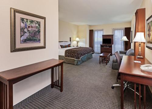 Staybridge Suites San Antonio Downtown Convention Center Photo