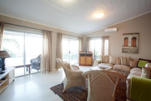 Sea Whisper Guest House & Self Catering Photo