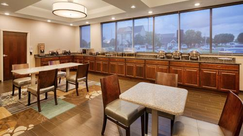 Best Western Plus Boardman Inn & Suites Photo