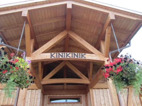 Kinikinik Cottages Photo