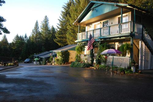 Rollins Lakeside Inn Photo