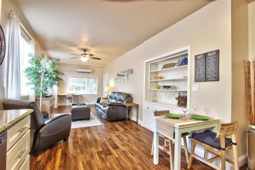 Marvelous Midtown stay with a Modern Twist! Photo