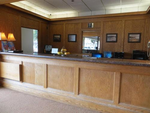 Cow Hollow Inn and Suites photo 3