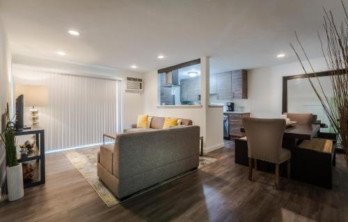 Melrose Place 1 bedroom with pool - Los Angeles, CA 90069