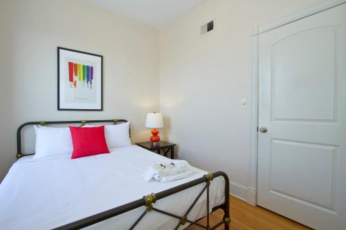 Four-Bedroom Apartment on North Halsted Street 3W Photo